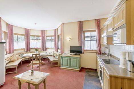 """Wohnküche im Appartement """"Die Graue"""" in Kühtai"""