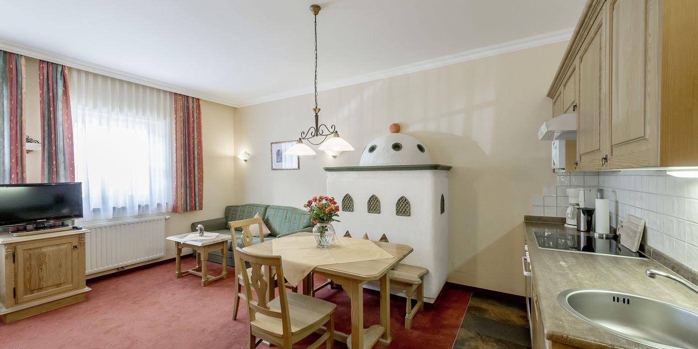 """Großzügige Wohnküche im Appartement """"Die Tuxerin"""""""