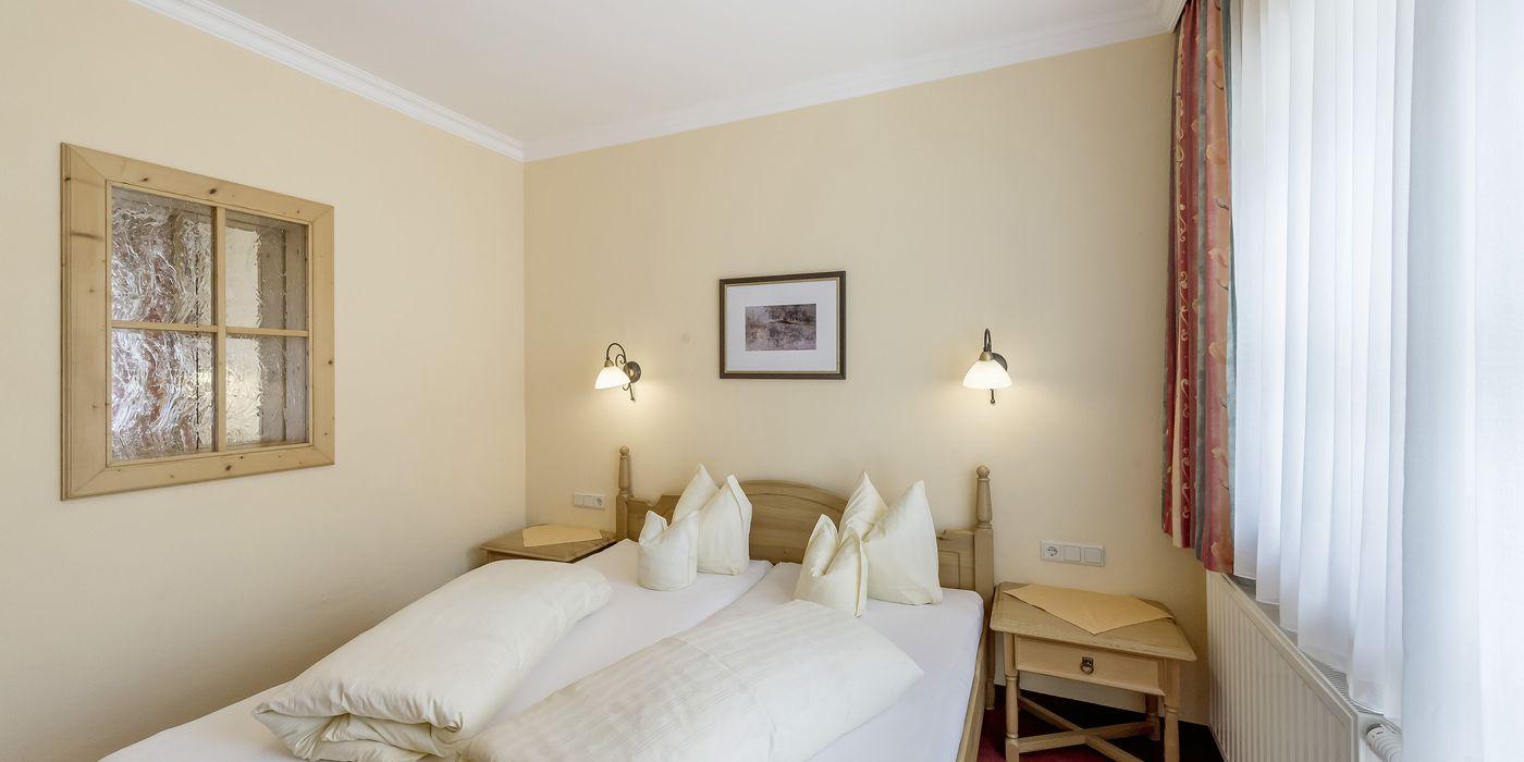 """Großes Schlafzimmer im Appartement """"Die Tuxerin"""""""