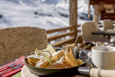 Köstliche Speisen im Kühtaier Dorfstadl